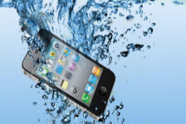 Mit tegyünk, ha mobilunk vizes lesz?