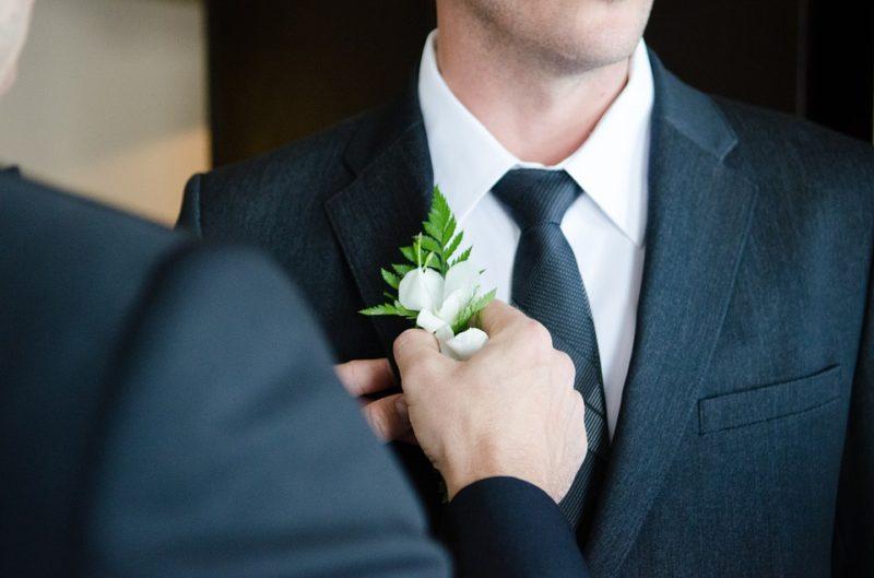 Útmutató a megfelelő esküvői öltöny kiválasztásához